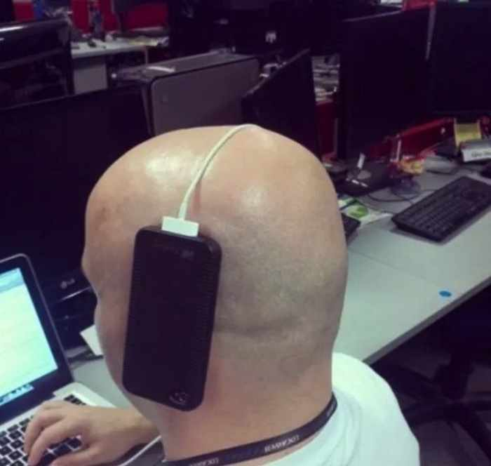 32 Funny People That Take Comfort to the Next Level -05