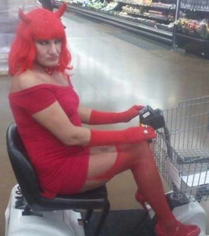 The 20 Most Ridiculous People of Walmart Photos -02