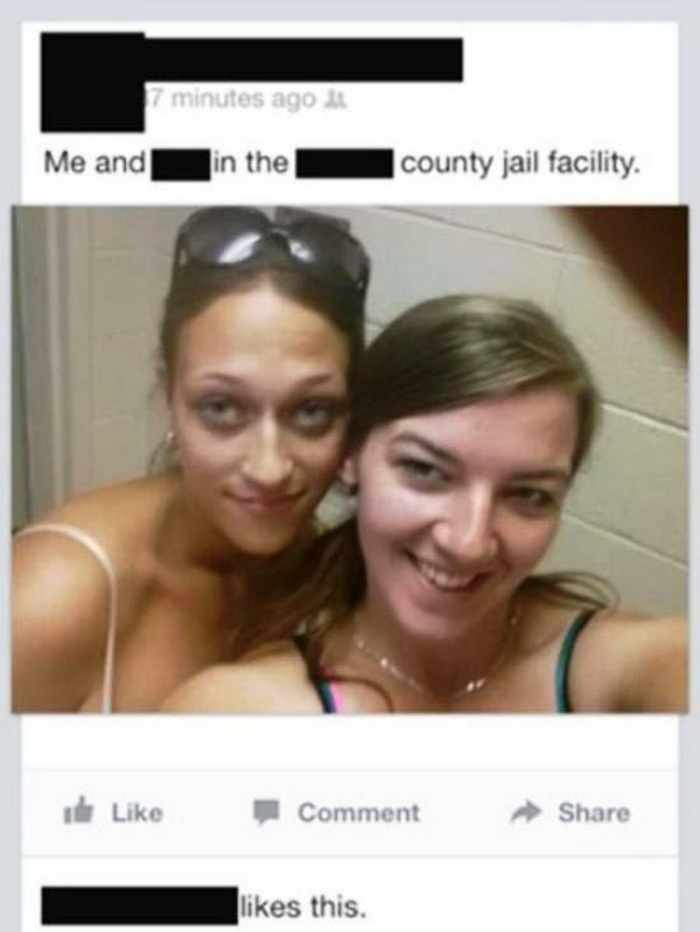 16 Epic Fail Inappropriate Selfies That Will Make Your Day -04