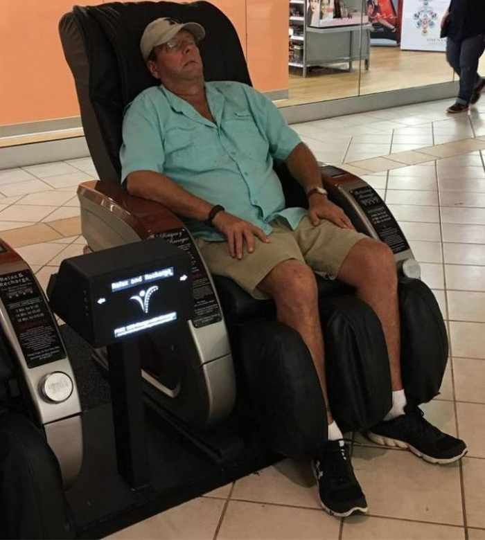 35 Funny Husbands Shopping With Their Wives Will Make You LOL -05
