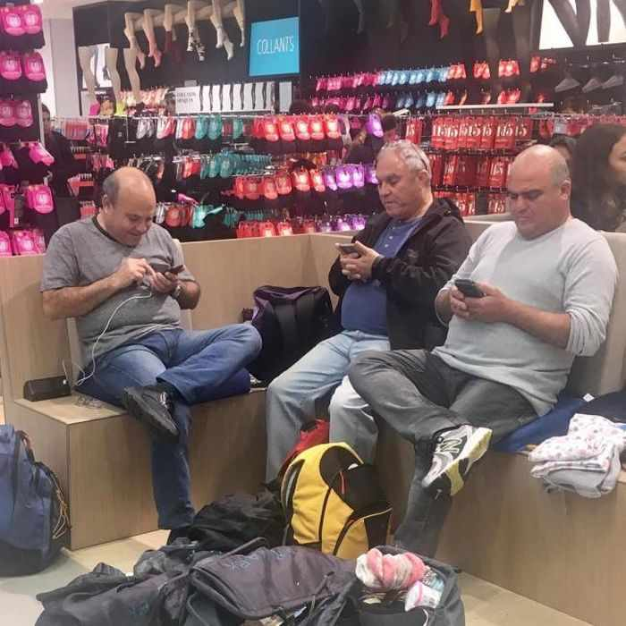 35 Funny Husbands Shopping With Their Wives Will Make You LOL -25